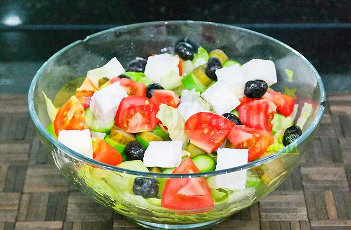 Göbek Marul Salatası Nasıl Yapılır