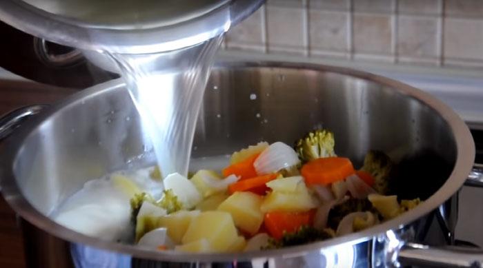 Brokoli Çorbası Kremalı Nasıl Yapılır