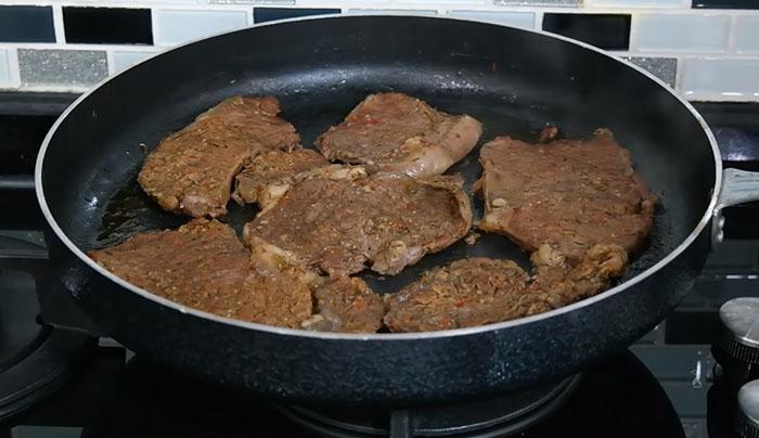 Biftek Nasıl Pişirilir Tavada