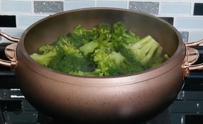 Haşlanmış Brokoli Salatası