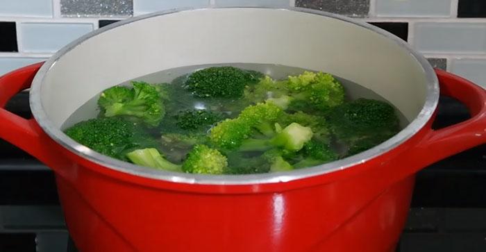 Brokoli Salatası Yoğurtlu