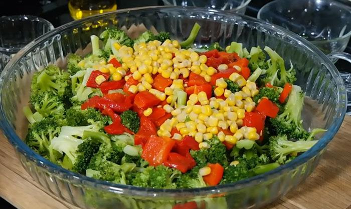 Mısırlı Brokoli Salatası zeytinyağlı