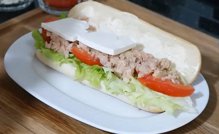 Peynirli Ton Balıklı Sandviç kaç kalori