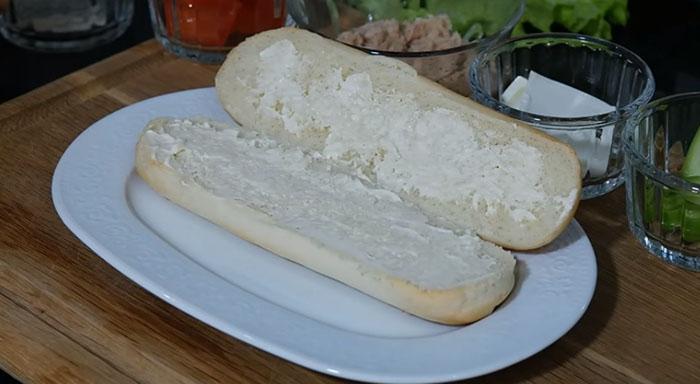 Soslu Ton Balıklı Sandviç